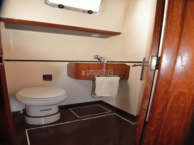 Toilet located in port side