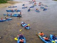 Gruppo scolastico in canoa