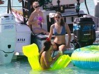 Celebracion en el mar con hinchables