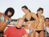 De fiesta en barco en bikini