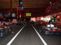 Parrilla de salida en el karting indoo