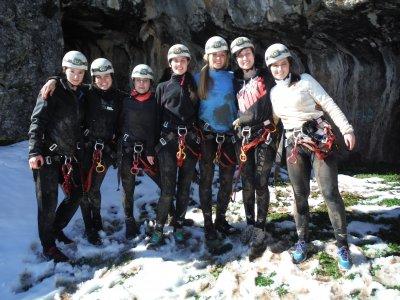 在莱昂开始洞穴探险