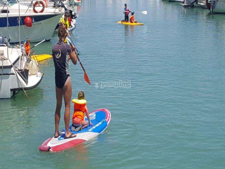 Provare il paddle surf con i bambini
