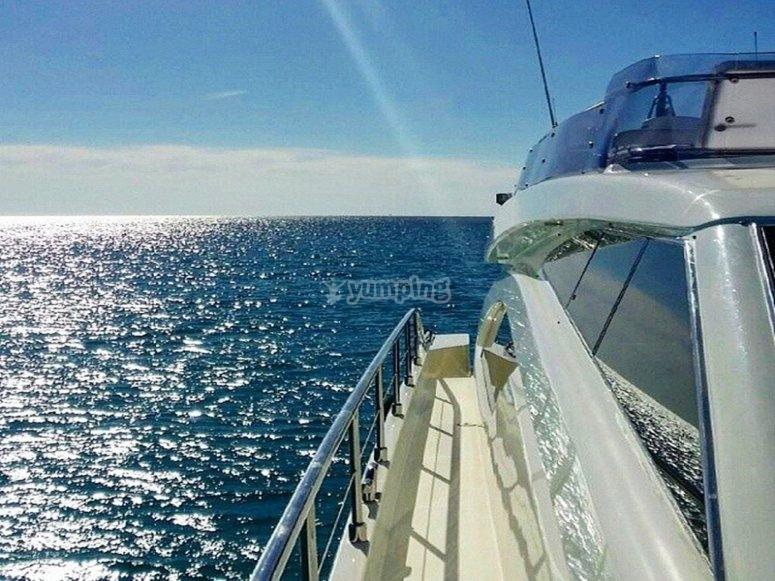 在海上航行