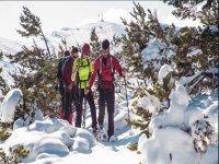 En la sierra con las raquetas de nieve