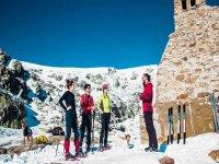Explicaciones previas a la ruta con raquetas de nieve