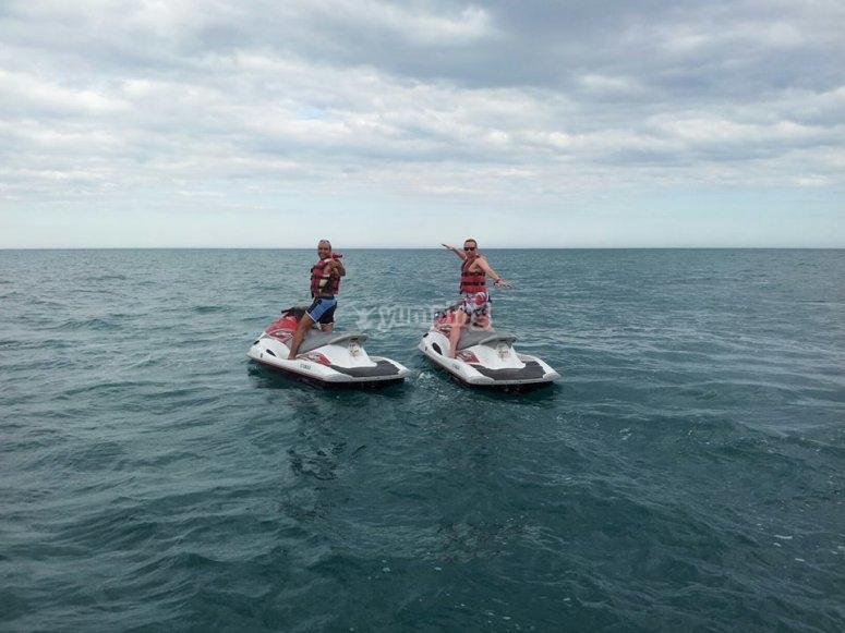 在水上摩托艇
