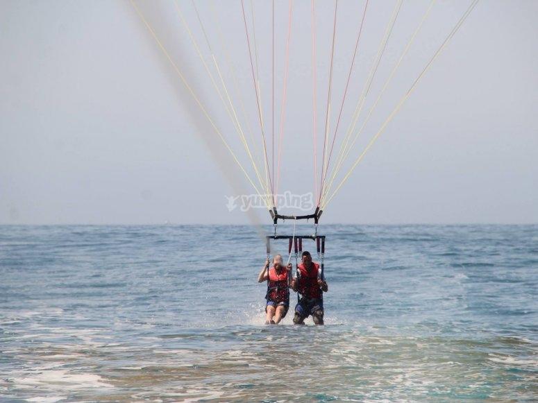 抬起滑翔伞