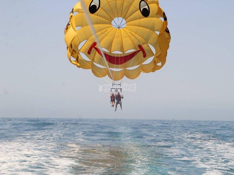 降落伞拖车