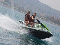 在托雷莫里诺斯(Torremolinos)乘坐摩托艇的路线