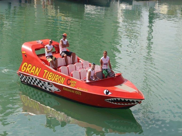 喷气艇准备行动