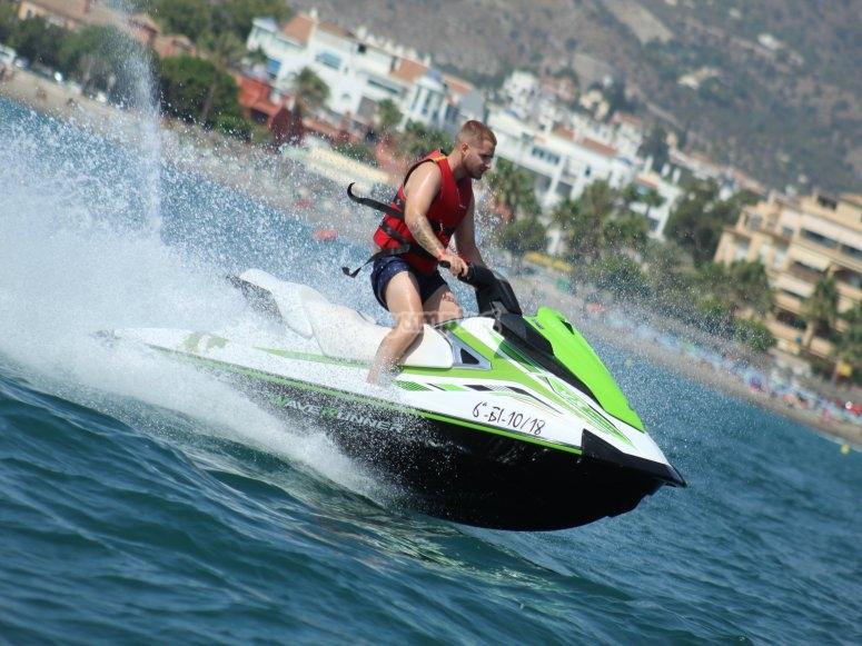 水上摩托艇