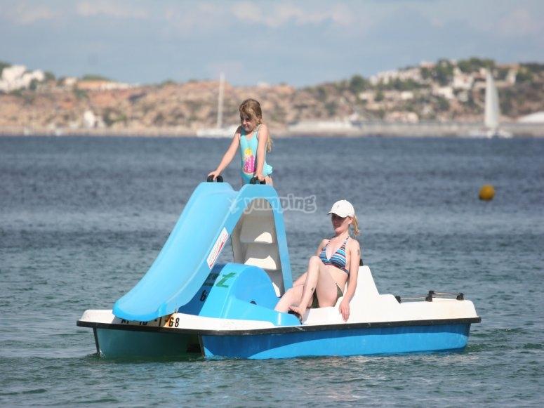 带踏板的水上踏板船,母座和女儿