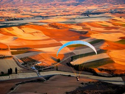 Paragliding with an instructor in Madrid