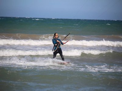 瓦伦西亚的风筝冲浪启动课程
