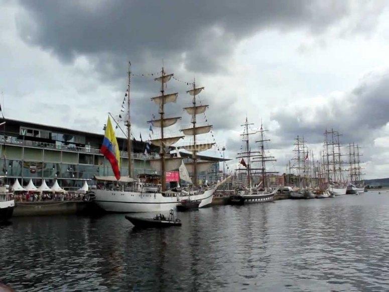 高大的船到coruna