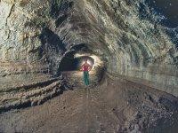 Entrer dans la grotte