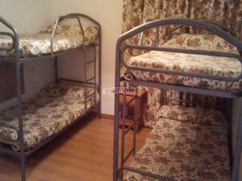 Cuatro camas por habitacion