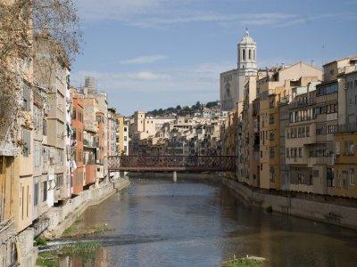 在Girona为您的孩子租8小时自行车