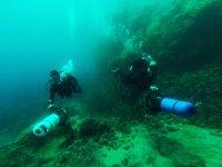 Squadra di sommozzatori con siluri a Lanzarote