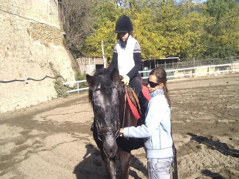 在Canoves骑马