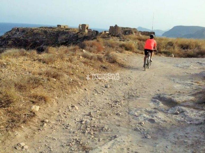 In bici verso le rovine storiche
