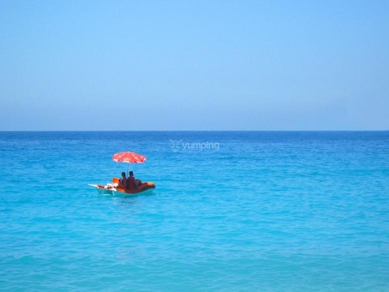 在海中--999-海洋中的Hydro踏板