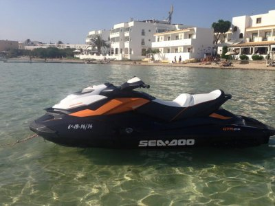 Barcos Ibiza Naútica Motos de Agua