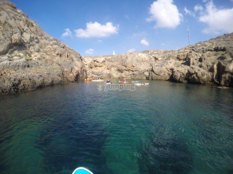在Puerto de Mazarron划桨冲浪