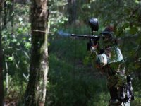 Disparando paintball