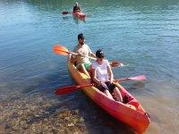 Regresando a la orilla en kayak