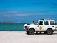 Jeep y el mar
