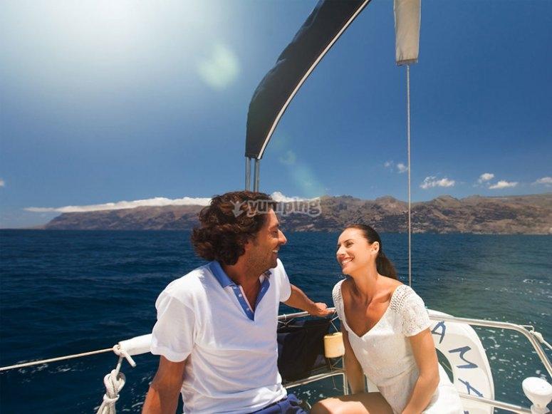 Disfrutando de un paseo en velero
