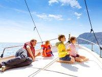 Ruta en barco con la familia