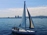 在巴塞罗那海岸航行