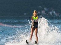Avanzando con los esquís acuáticos