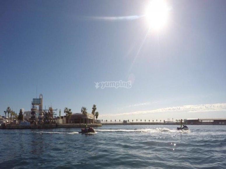 在水上摩托艇上游览科斯塔布兰卡