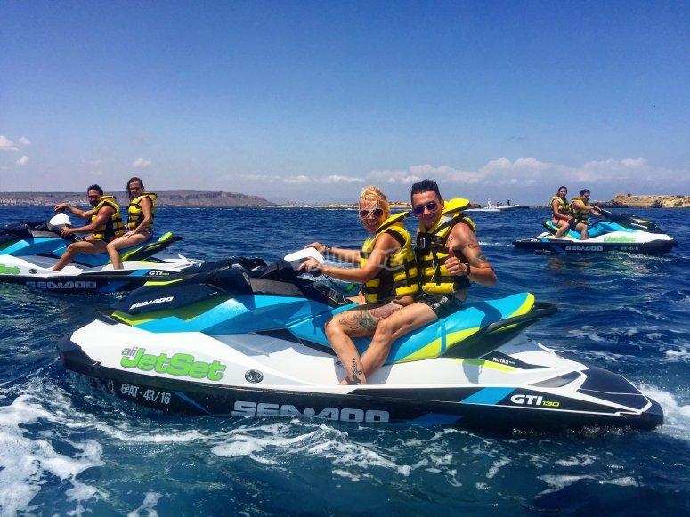 Montando en moto de agua en Alicante