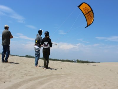 Kitesurf course for beginners at Girona