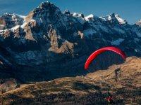 山附近降序滑翔伞