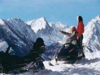 标志我们的自行车在Speedriding雪地车游览