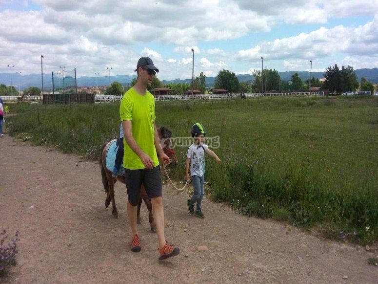 Paseo con el pony