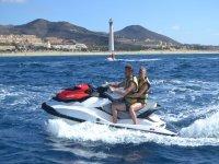 在Fuerzanteventura的两人座水上摩托