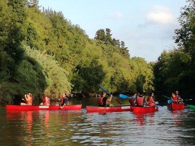 Addio al celibato in canoa sul fiume Urumea
