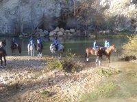 Corso di equitazione 1/2 ora + escursione in campo Acedo 1h