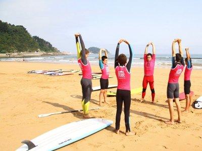 Curso básico de surf en Zarautz para colegios