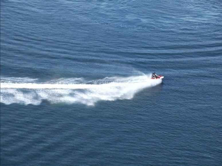 Estela de la moto de agua