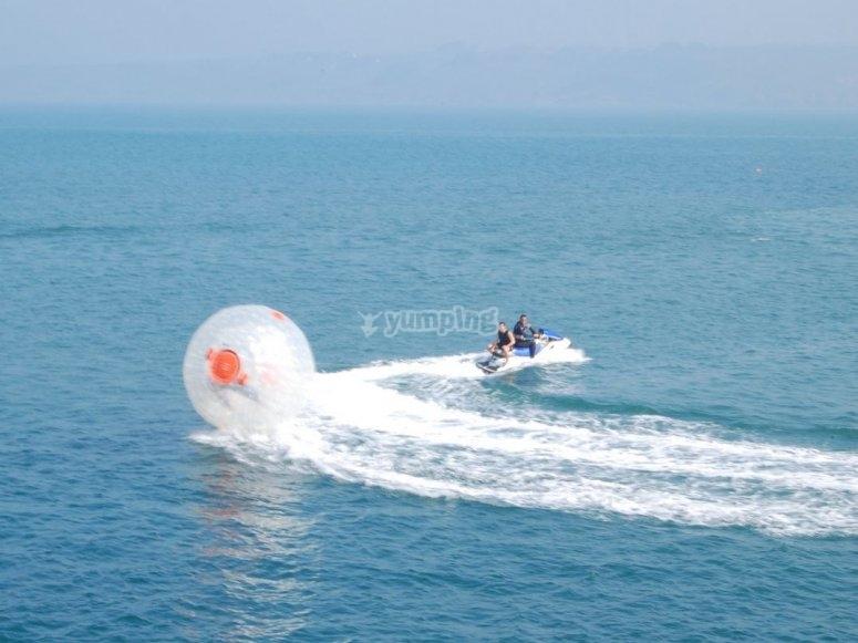 游览塑料球