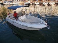 游艇在梅诺卡岛