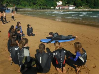 Campo di surf di una settimana a Zarautz
